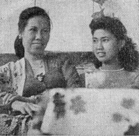 Wolly_Sutinah_and_Aminah_Cendrakasih,_Film_Varia_2_2_(February_1955),_p29.jpg